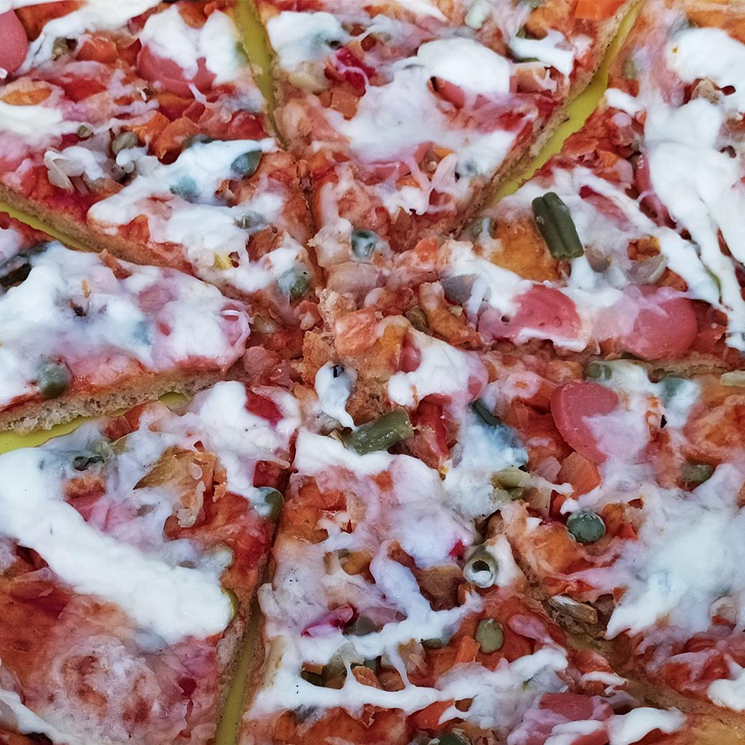 Пицца с вегетарианской колбаской